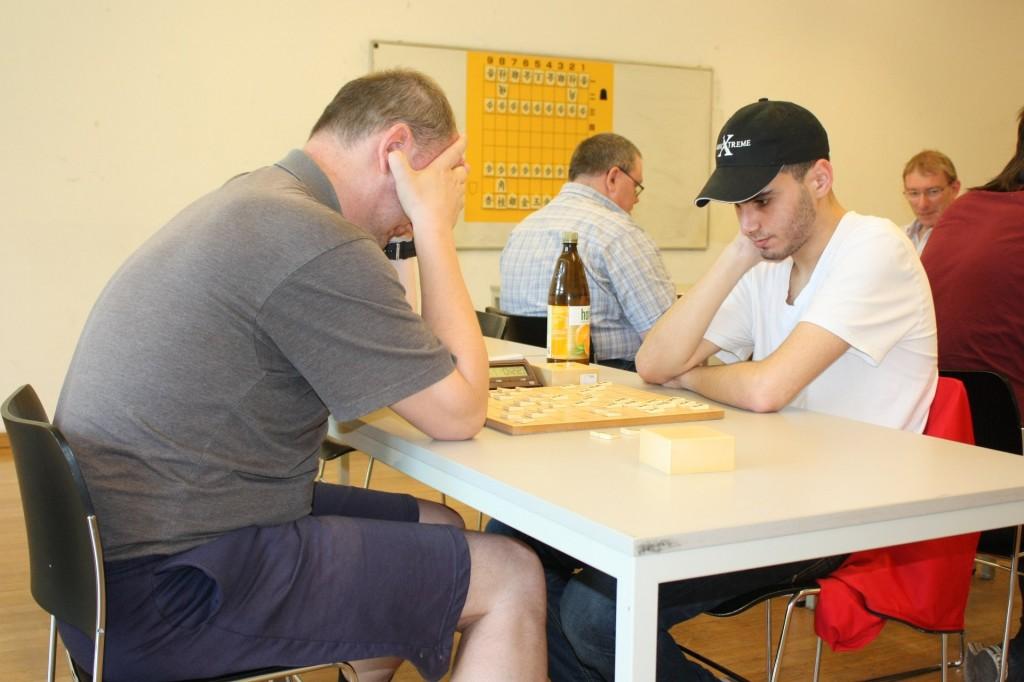 Ingo Köhler denkt angestrengt über seinen nächsten Zug gegen Bilal Dardour nach.