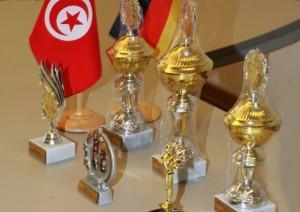 Der Lohn der Mühen am Brett: die Pokale, die von der Deutsch-Tunesischen Gesellschaft für das Shatranj-Turnier gestiftet wurden. Foto: Bernd-Jürgen Fischer