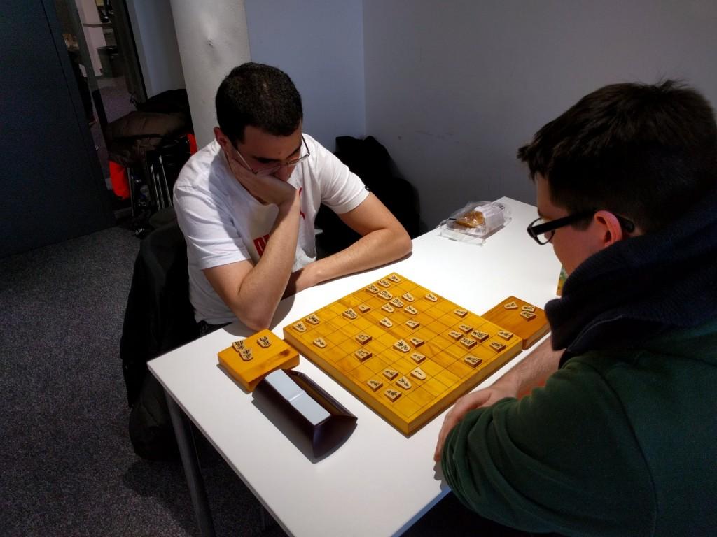 Die wohl spannendste Partie des Turniers: Bilal Dardour (l.) gegen Julian Baldus (r.) in der letzten Runde