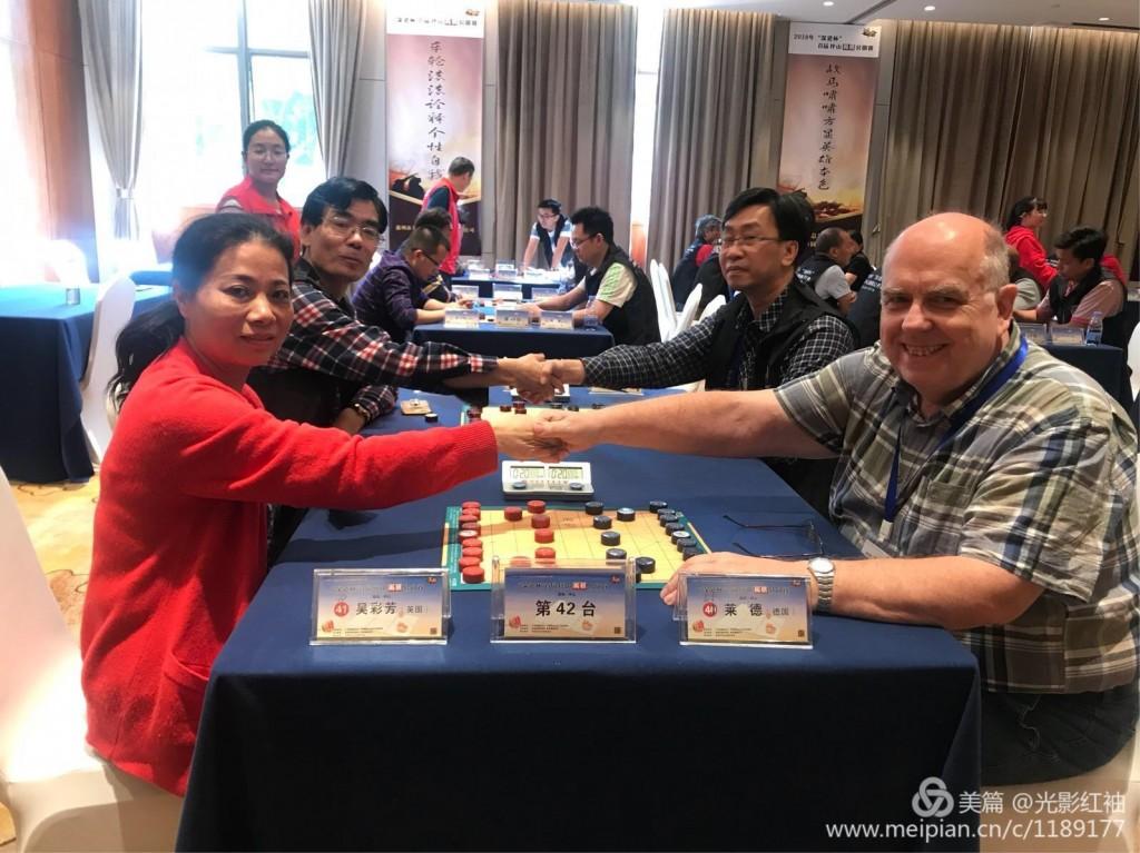 JieQi - Die deutschen JieQi-Promoter Wu Caifang (li.) und Rudolf Reinders bei einem Turnier in China im März 2018