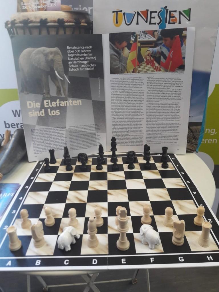 Das Original mit Elefanten, aber ohne Damen: Turnier im arabischen Protoschach Shatranj auf dem Tunesientag 2018 in Hamburg.