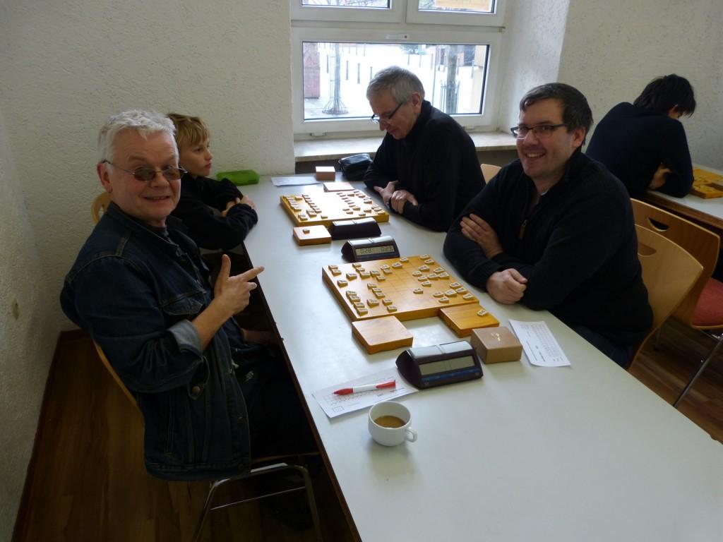 Team Hamburg in Ludwigshafen: Anton Borysov (hinten li.) und René Gralla (vorne li.) gegen das Familien-Duo Edgar Ohst (hinten re.) und Sohn Jan-Peter Ohst (vorne re.). Foto: Oliver Orschiedt