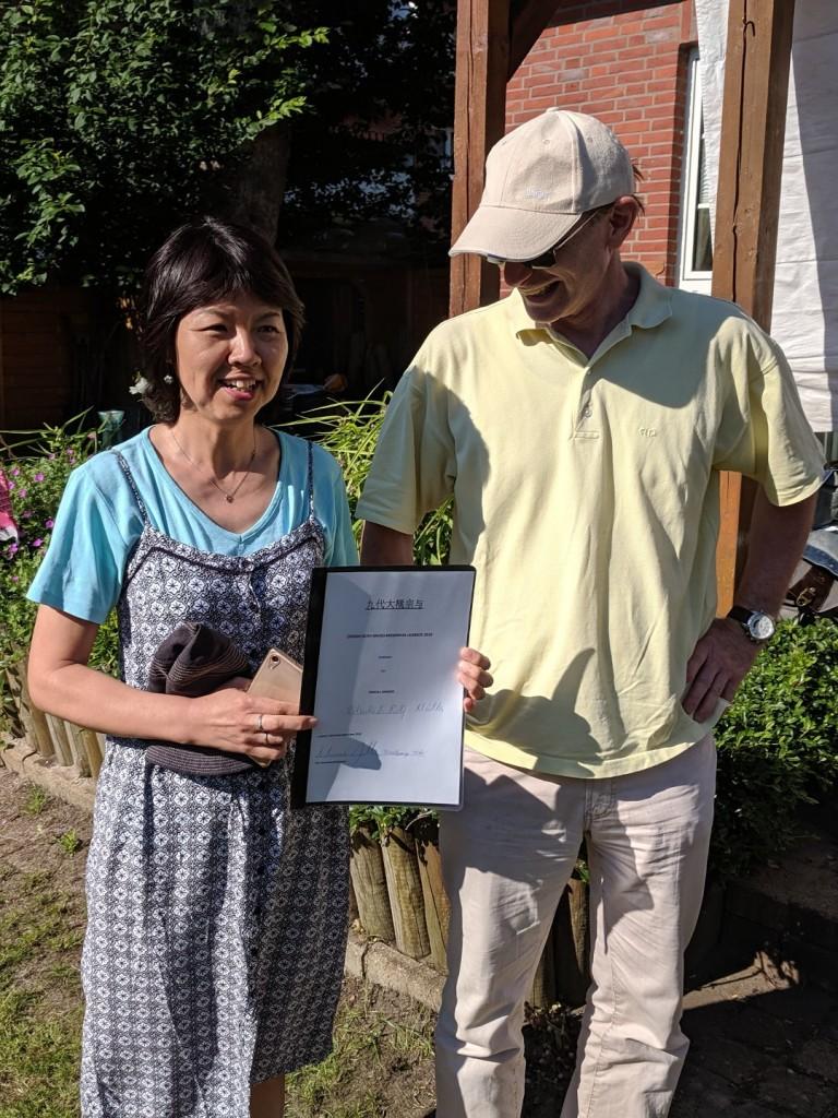 Die stolzen Gastgeber des Ôhashi Soyo Shôgi Memorial 2019: Ritsuko und Rolf Müller
