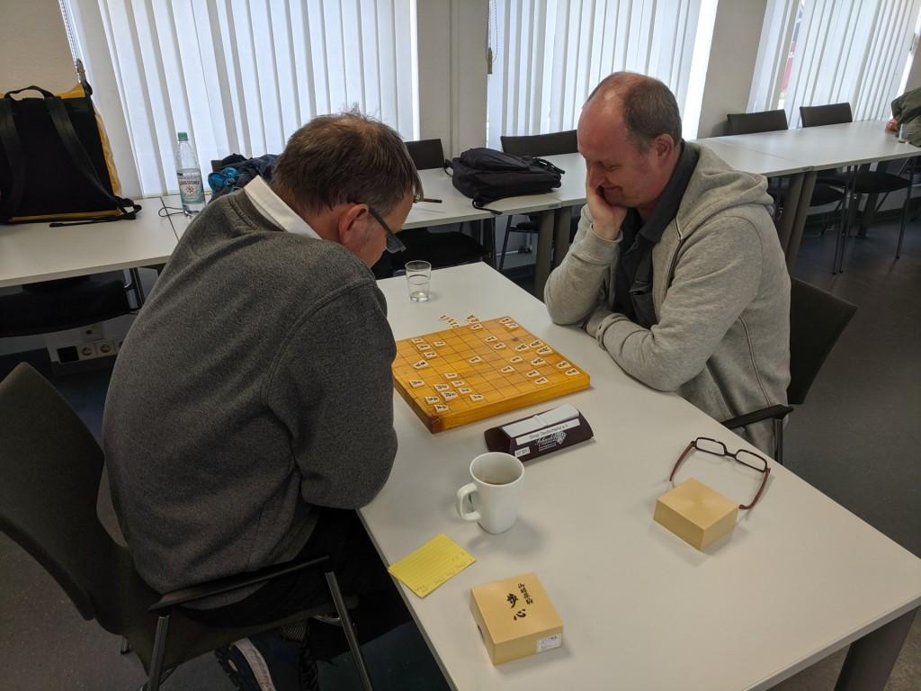 Ingo Köhler (re.) im Spiel vertieft gegen Uwe Frischmuth.